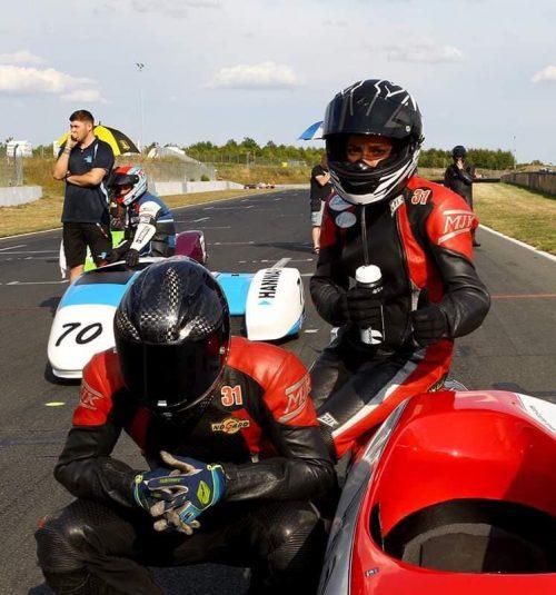 Emmanuelle CLEMENT, passagère side-car, 3 <sup>e</sup> épreuve du Championnat du Monde Sidecar à Oschersleben.