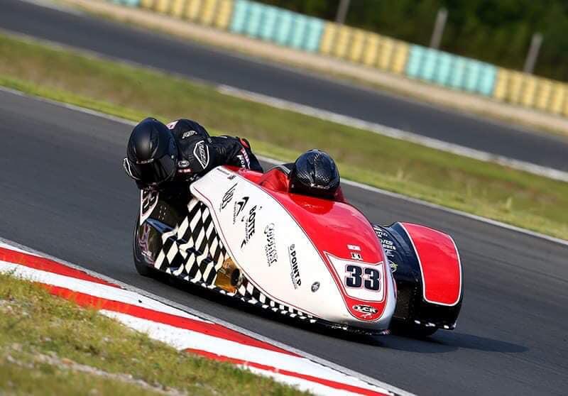 Emmanuelle CLEMENT, passagère side-car, dernière épreuve du Championnat du Monde Sidecar en Croatie